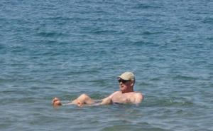 Bain dans la mer Morte