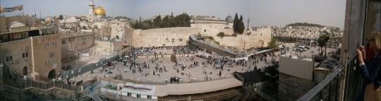 Le Mur des Lamentations surplombé par l'esplanade des mosquéees