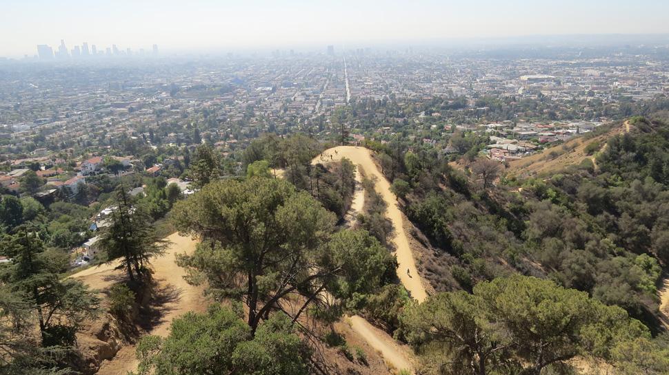 Los Angeles vu du Griffith Observatory avec sonargument touristique imparable : le smog