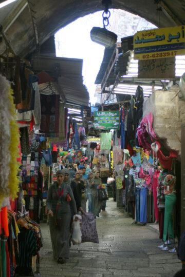 Rue commerçante (quartier musulman de la vieille ville)