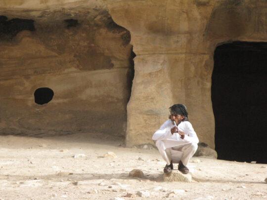Bédouin à la flutte dans Little Petra