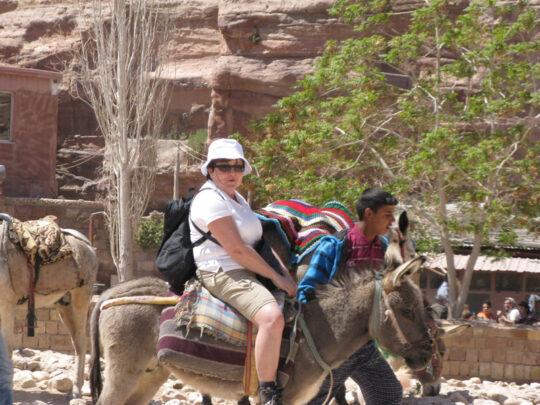 Le petit âne montera pour vous les 842 marches qui mènent au monastère