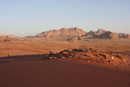 Le sor tombe sur le désert